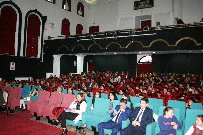 Öğrenciler İstiklal Marşı İçin Ter Döktü