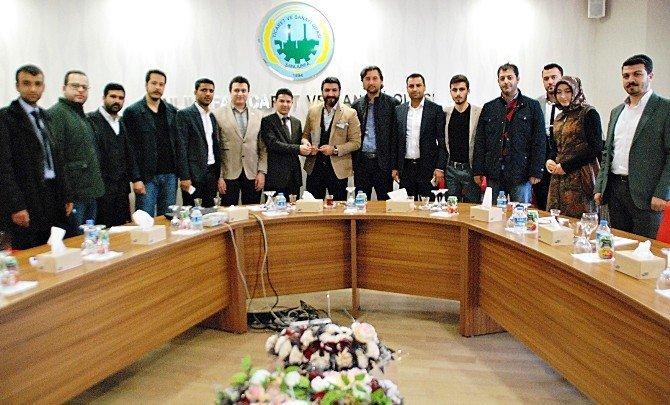 Otomobil Tasarımcısı Erbakan Malkoç Şanlıurfa'da Genç Girişimcilerin Düzenlediği Söyleşiye Katıldı