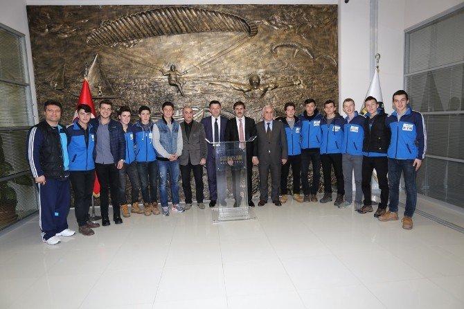 Şampiyonlar Başkan Alemdar'ı Ziyaret Etti