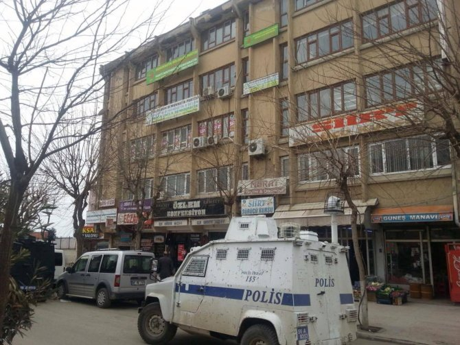 Siirt`te DBP binasında yapılan aramada İl Başkanı gözaltına alındı