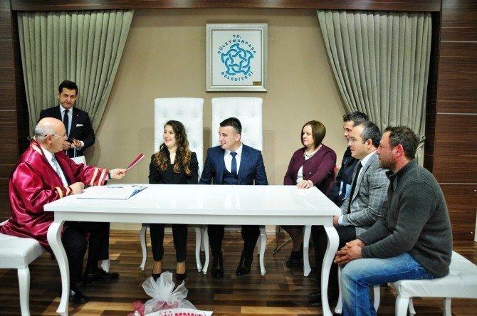 Başkan Eşkinat, Büşra Ve Olcay Çiftinin Nikahını Kıydı