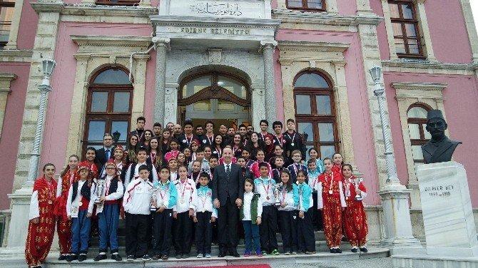 Halk Oyunları Topluluğundan Başkan Gürkan'a Ziyaret
