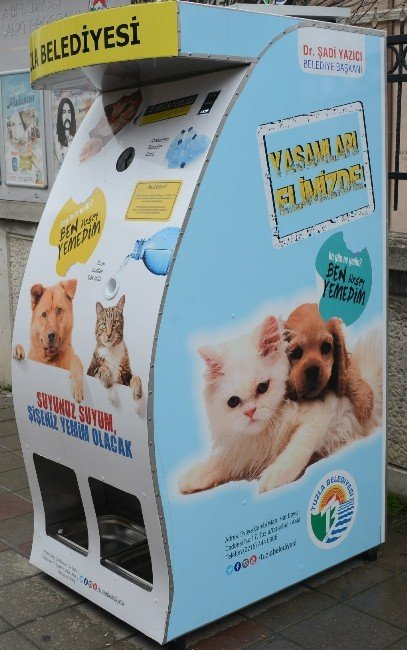 Tuzla'da Sokak Hayvanları 'Mama Otomatı' İle Besleniyor