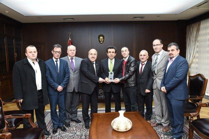 Vali Güzeloğlu Gebze'deki Makamında Ziyaretçilerini Ağırladı