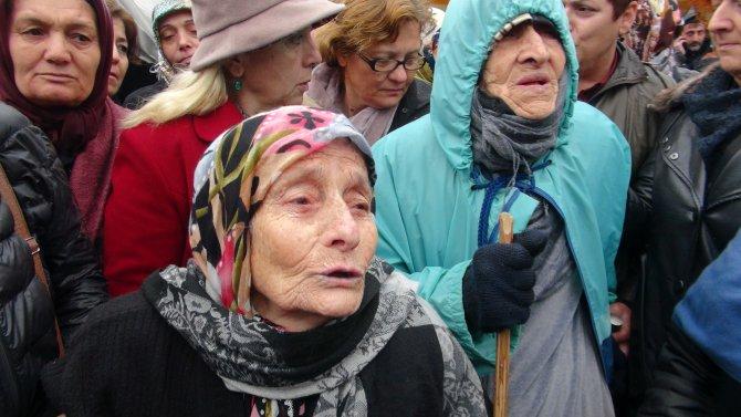 Eylem yaparken iş akitleri feshedilen 138 işçi ve aileleri perişan oldu