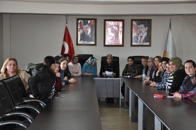 AK Parti Kars Kadın Kolları Başkanlığı Hocalı Katliamını Kınadı!