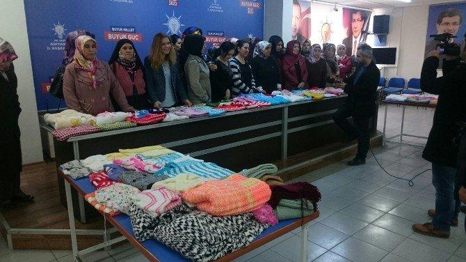 AK Partili Kadınlar Sevgiyle Ördüler