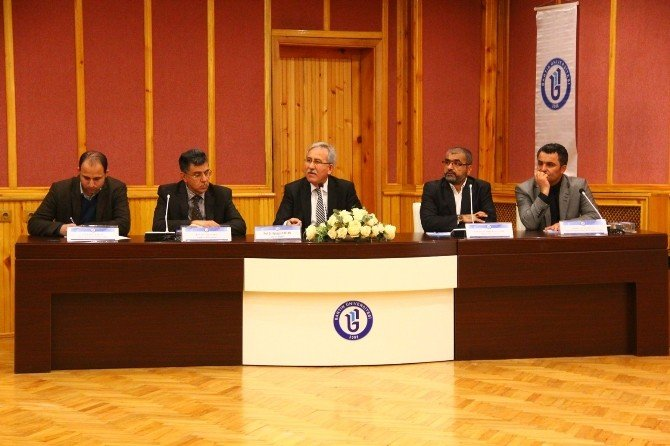 BÜ'de Ortadoğu Ve Türkmenler Konuşuldu
