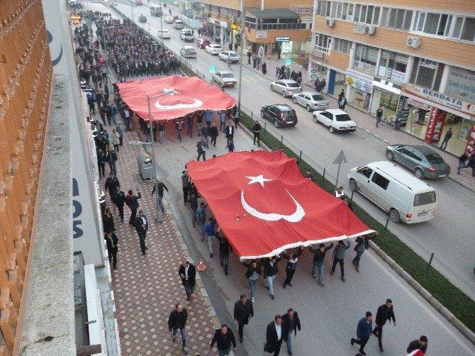 """Turhal'da """"Teröre Lanet, Şehitlere Vefa, Bayrağa Saygı"""" Yürüyüşü"""
