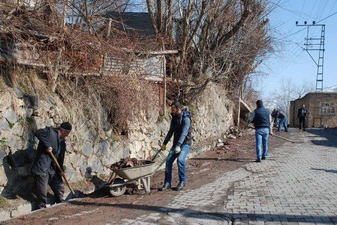 Bitlis Belediyesi'nden Temizlik Çalışması