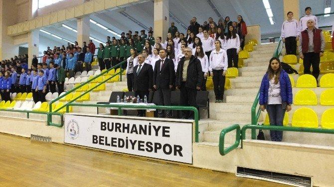 Burhaniye'de Anadolu Yıldızlar Voleybol Ligi Yarı Finali