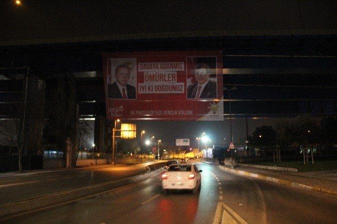 Cumhurbaşkanı Erdoğan Ve Başbakan Davutoğlu İçin Dev Pankart
