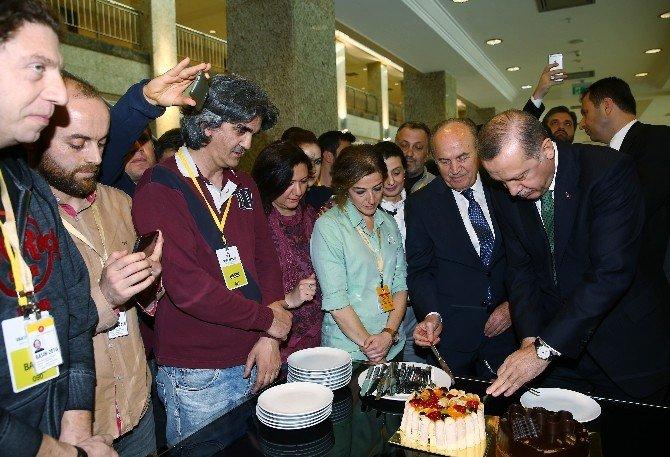 Gazetecilerden Cumhurbaşkanı Erdoğan'a Doğum Günü Sürprizi