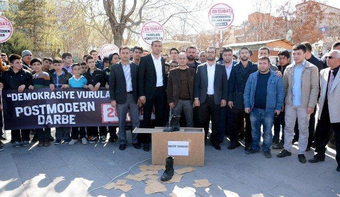 Aksaray'da AK Gençlik 28 Şubat Darbesini Kınadı