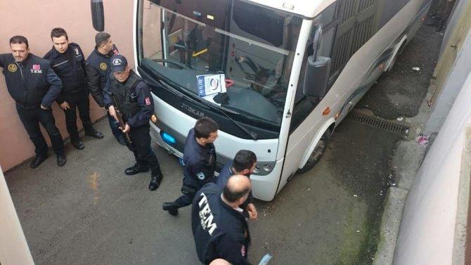 Gözaltına alınan HDP'liler adliyeye çıkarıldı