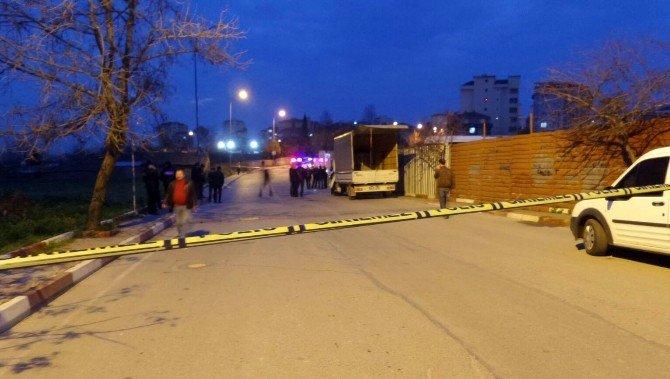 Kamyonetteki Çakmak Gazı Tüpü Bomba Gibi Patladı: 2 Yaralı