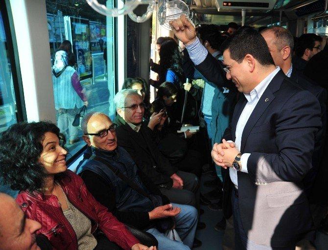 Tütüncü Tramvayda Yolculuk Yaptı