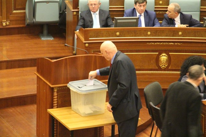Kosova'da Haşim Thaçi Cumhurbaşkanı seçildi