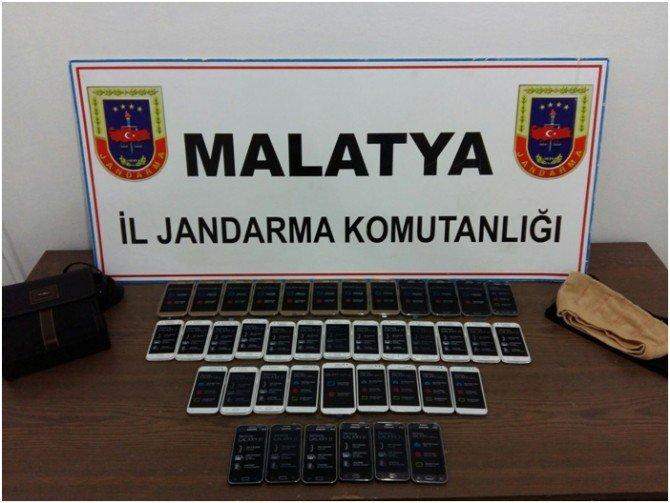 Malatya'da 16 Bin 510 Paket Kaçak Sigara Ve 15 Kilo Esrar Ele Geçirildi