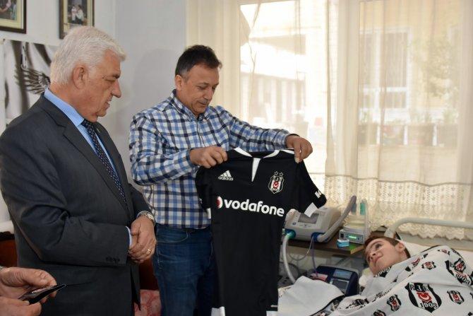 Engelli Mahsun'a Beşiktaş forması hediye edildi