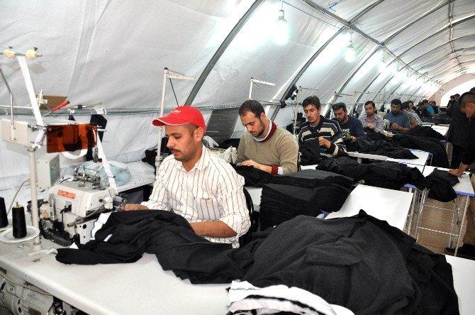 Suriyeli Mültecilere Dikiş Ve Üretim Eğitimi Veriliyor