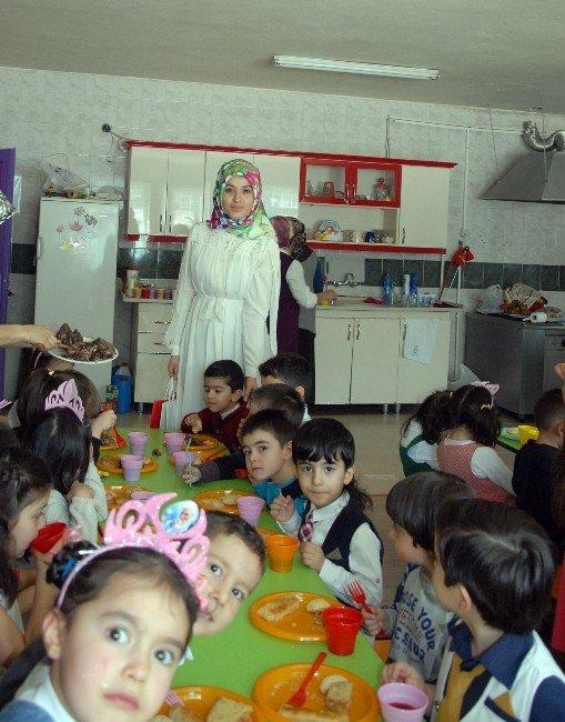 Sarıkamış'ta Anaokulu Öğrencileri Toplu Doğum Günü Kutladı