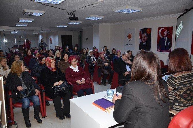 AK Parti'li Kadınlar Hocalı Katliamını Andı