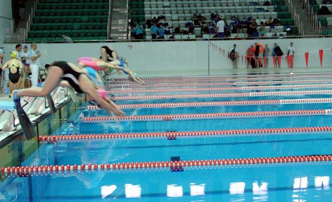 Paletli Yüzme Kulüplerarası Gençler Türkiye Şampiyonası Bursa'da başladı
