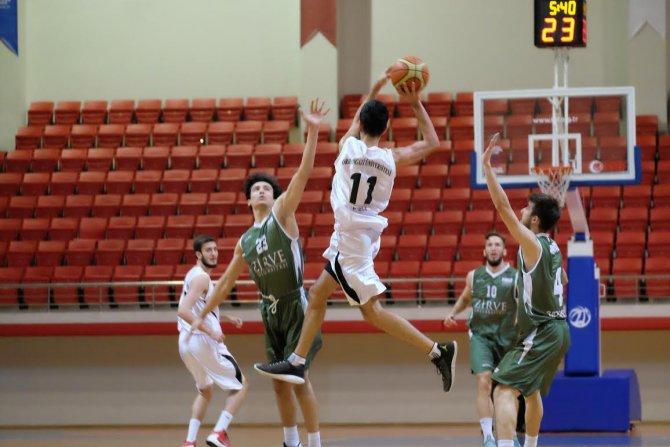 BOU erkek basketbol takımı dolu dizgin