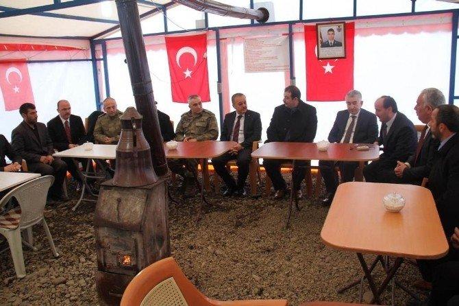 Vali Günay Özdemir'den Şehit Astsubay Doğukan Tazegül'ün Yakınlarına Taziye Ziyareti