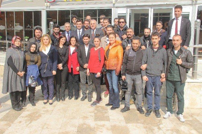 Vali Zorluoğlu Çalışan Gazetecilerle Bir Araya Geldi