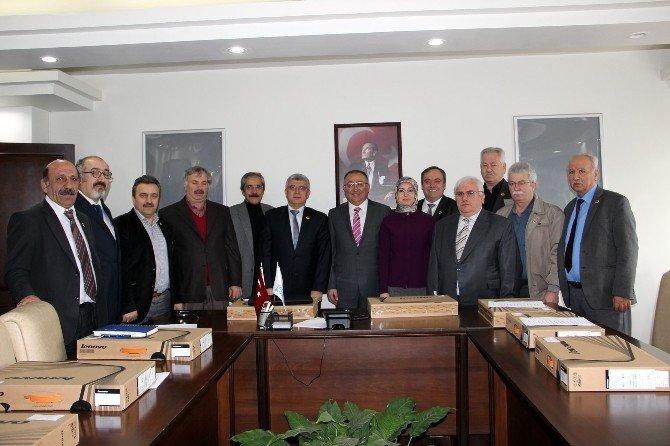 Yalova Belediyesi'nden Muhtarlara Bilgisayar