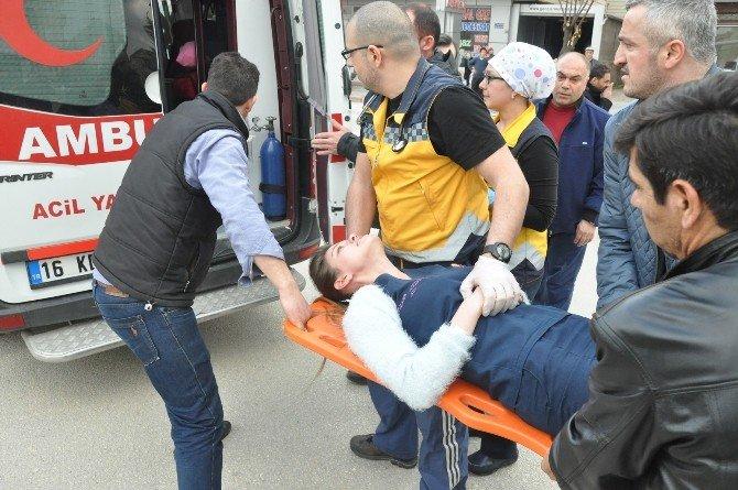Otobüsün Çarptığı Ambulans Takla Attı: 5 Yaralı
