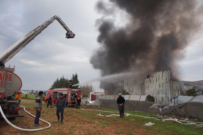 Plastik fabrikasındaki yangın korkuttu