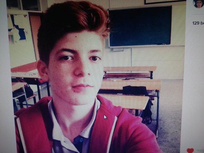 Bıçaklanarak öldürülen lise öğrencisi toprağa verildi