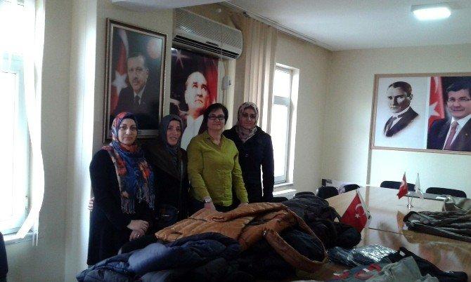 AK Parti Kadın Kolları'ndan Minik Yüreklere Yardım Eli