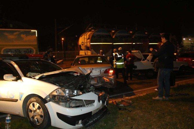 Polisten Kaçan Sürücü Zincirleme Kazaya Neden Oldu
