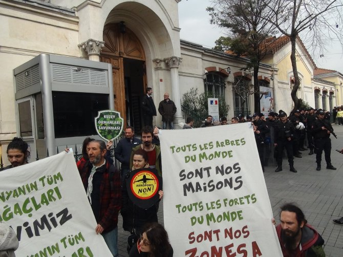 Fransa hükümeti Beyoğlu'nda protesto edildi