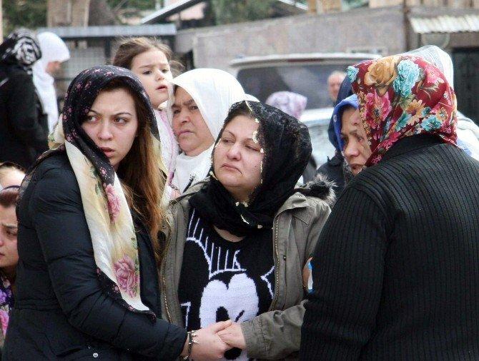 Afyonkarahisar'da Öldürülen 17 Yaşındaki Lise Öğrencisi Son Yolculuğuna Uğurlandı