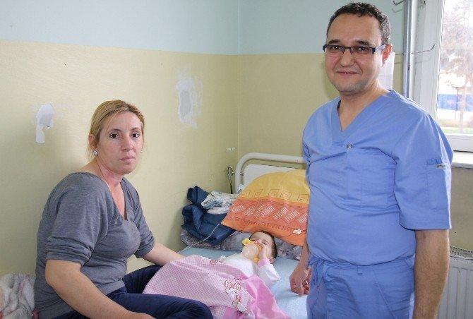 Türk Doktor Kosovalı Çocuk Hastaların Umudu Oldu