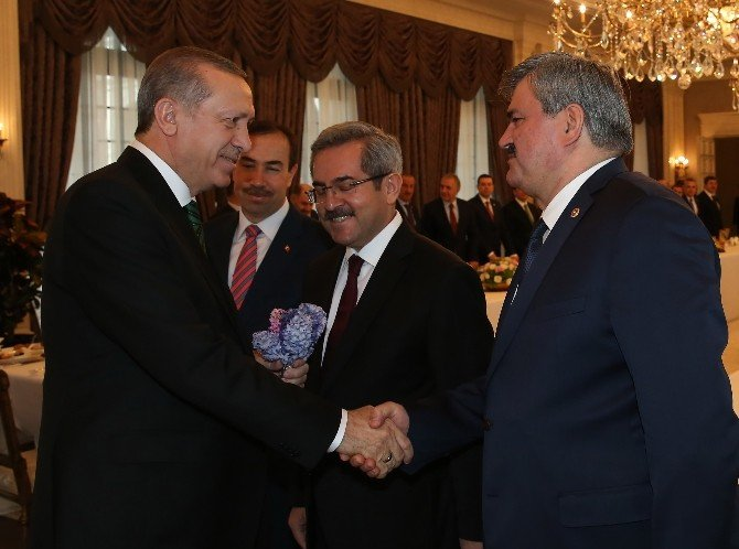 Cumhurbaşkanı Erdoğan, Plan Ve Bütçe Komisyonunu Ağırladı