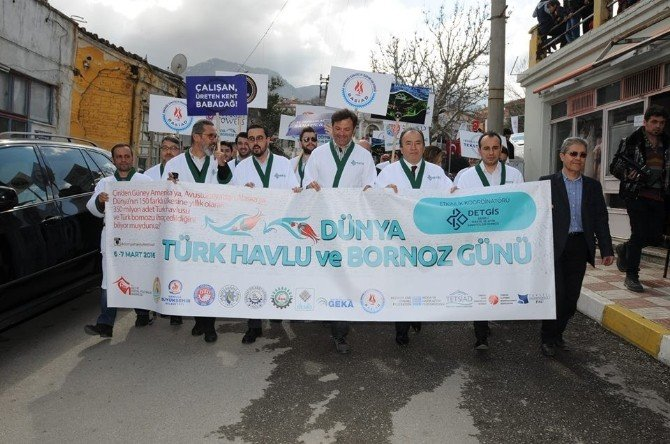 Havlu Ve Bornoz Günü İçin Kortej Yürüyüşü Düzenlendi