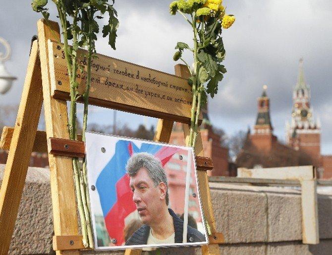 Muhalif Rus Politikacı Nemtsov Ölümünün Birinci Yılında Anıldı