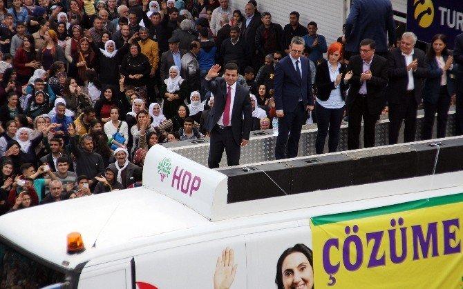 Demirtaş Mersin'den Barış Ve Silahların Susması Çağrısı Yaptı