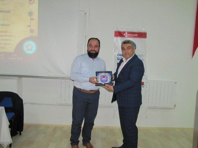 İlahiyatçı Yazar Ahmet Bulut Hisarcık'ta Konferans Verdi