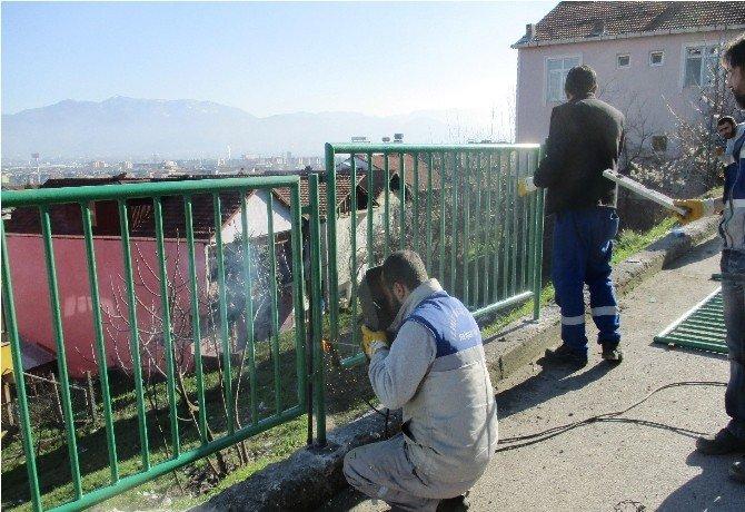 İzmit'te 3 Mahallede Korkuluk Çalışması