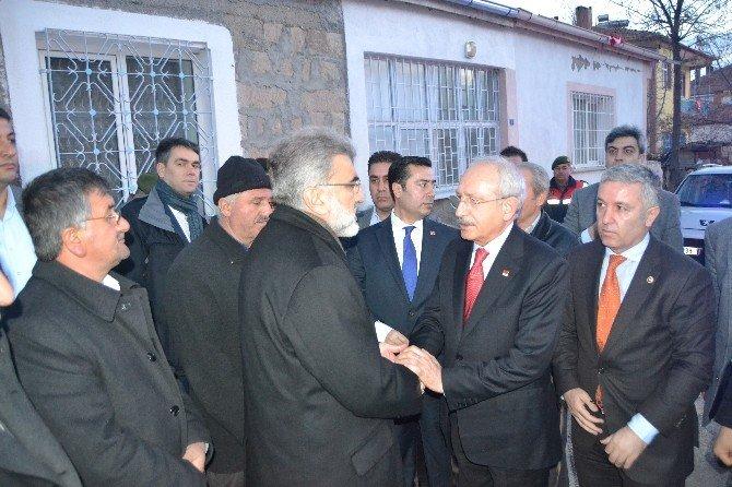 CHP Lideri Kemal Kılıçdaroğlu, Şehit Ailelerine Taziye Ziyaretinde Bulundu