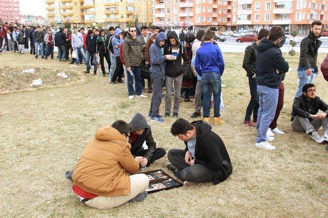 Konya'da Kupa Maçı Bileti İzdihamı