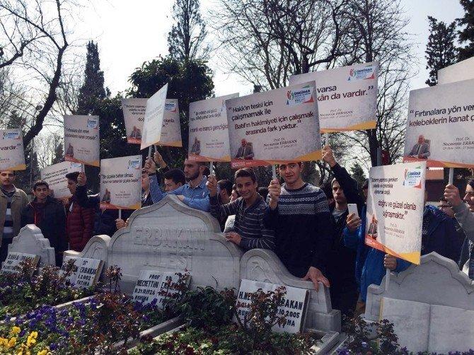 """Üsküdarlı Gençler """"Erbakan Hocalarını"""" Kabri Başında Andı"""