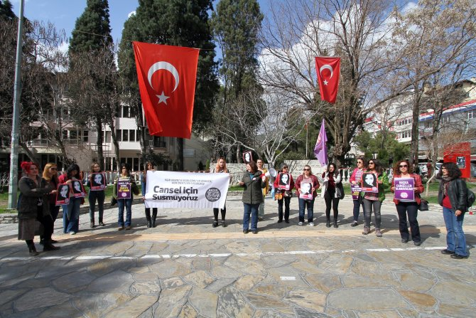 Kadın Cinayetlerini Durduracağız Platformu üyeleri Cansel için eylem yaptı